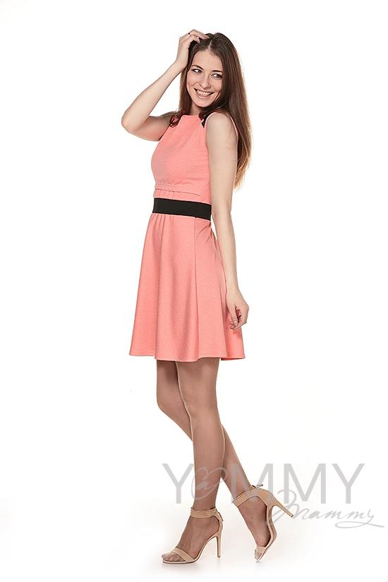 Платье с декоративной вставкой из экокожи персиковое для беременных