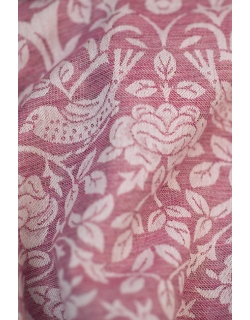 Состав: 77% египетский хлопок, 23% лен*  ЕСТЬ В НАЛИЧИИ: размер М Слинг из новой коллекции Diva Milano: мягкий новым, средней толщины, прекрасно держащий - идеален и для новорожденного, и для ребенка постарше. Египетский хлопок - это самый лучший и самый дорогой сорт хлопка - длинноволокнистый, его обычно используют для производства одежды или постельного белья класса люкс. Благодаря длинным и тонким волокнам такой хлопок не скатывается в катышки, из него получаются легкие, но крепкие, шелковистые и мягкие нити. При надлежащем уходе слинги из египетского хлопка прослужат несколько десятилетий, что оправдывает более высокую цену ткани.
